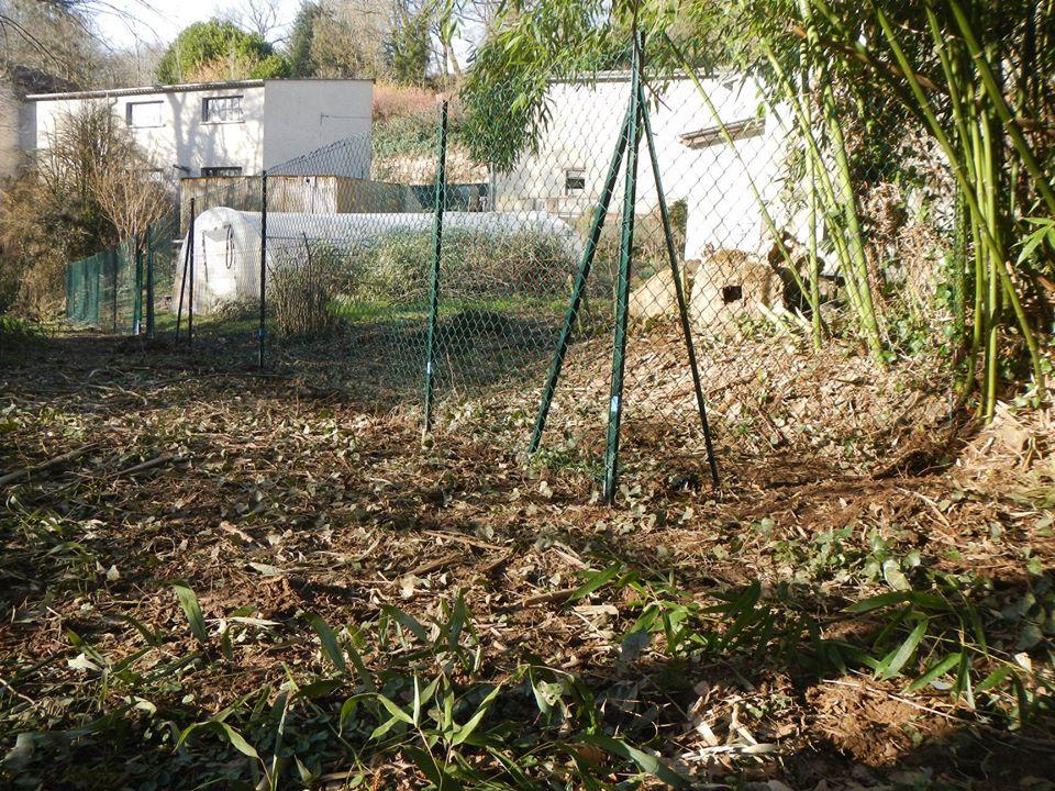 clôture, serre et bâti du Centre Espérance