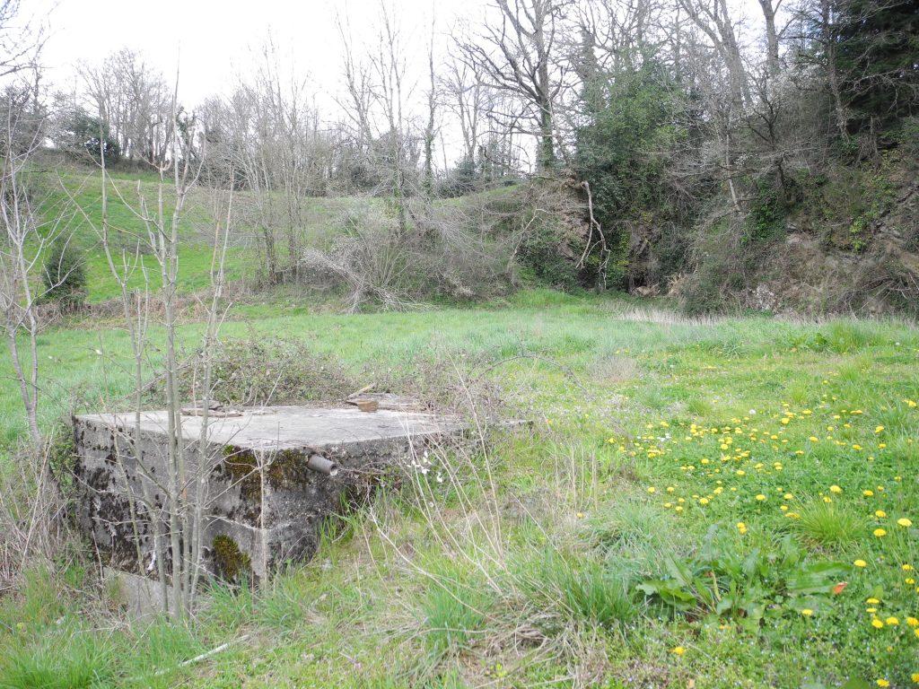 Cuve en béton de collecte de l'eau de la source